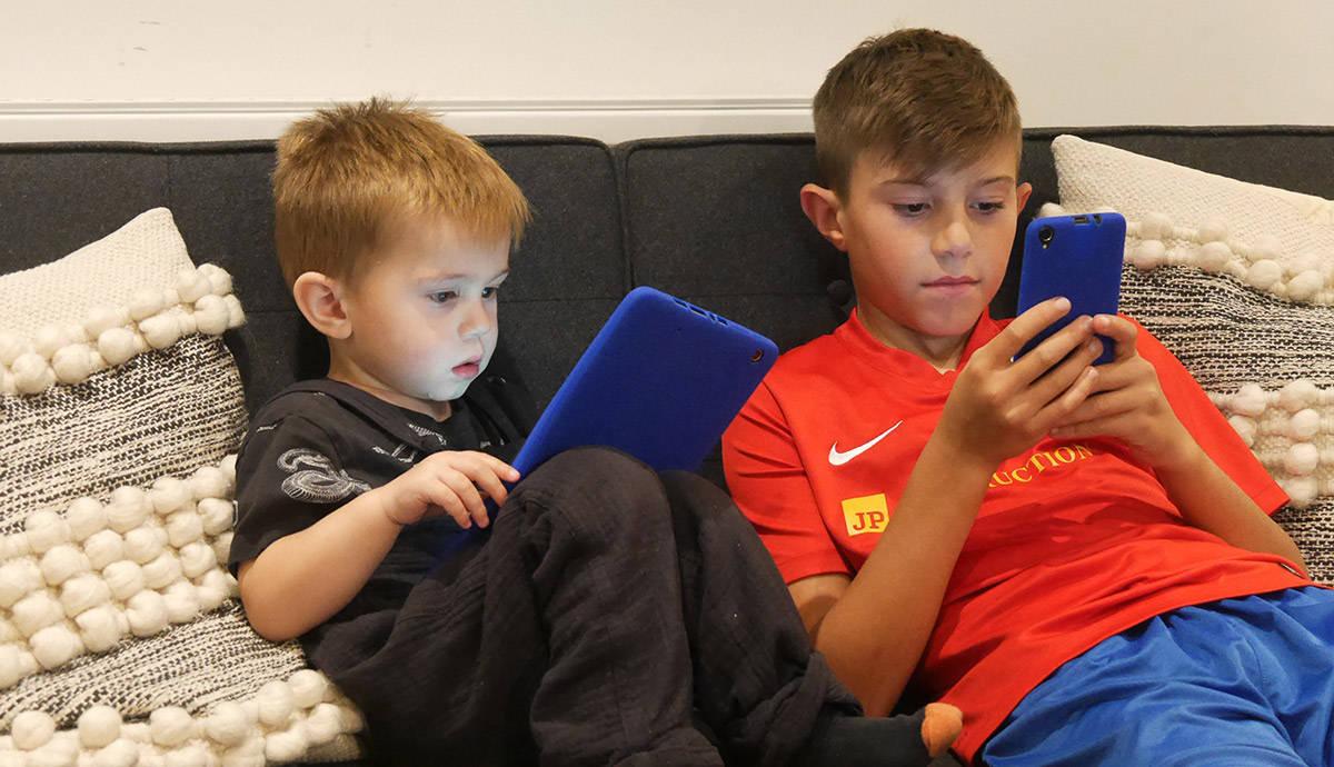 Alba 5 Smartphone review
